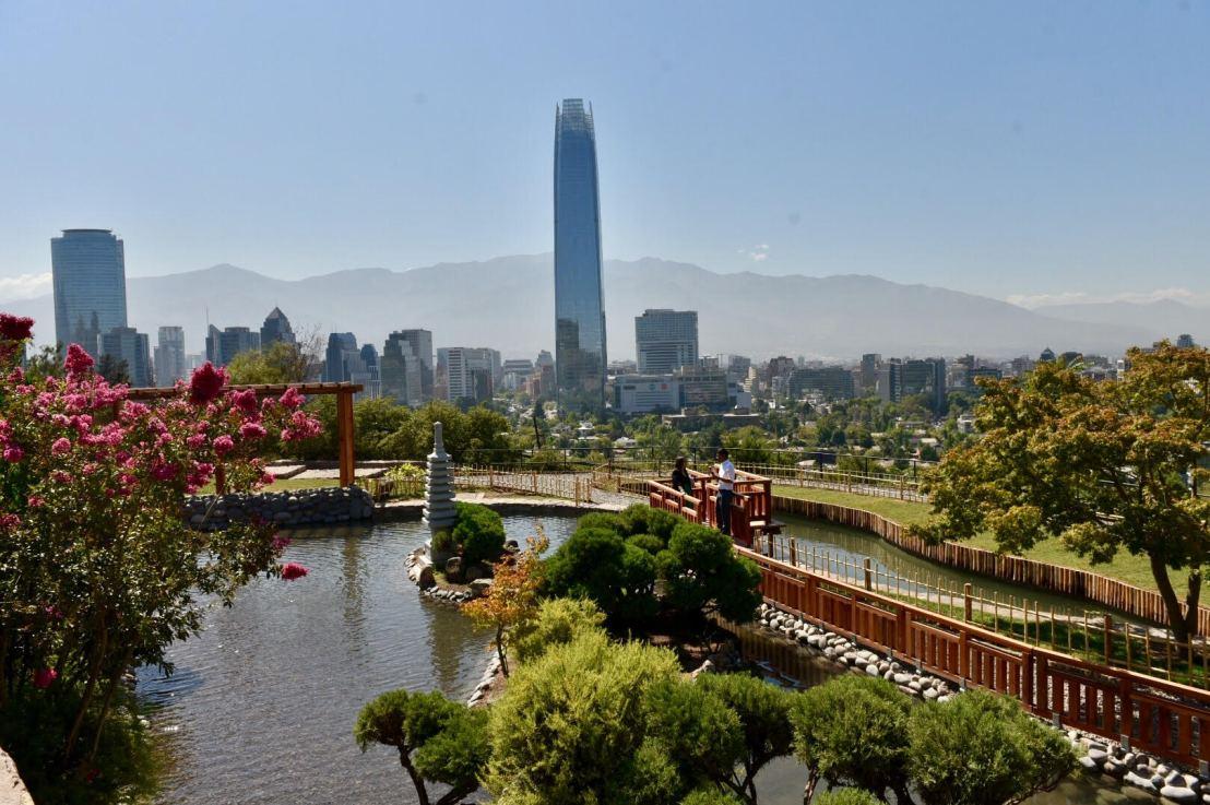 La historia del arquitecto chileno que remodeló el jardín japonés del ParqueMetropolitano